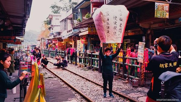Phố Cổ Thập Phần (Shifen) ở Đài Bắc có gì hay?