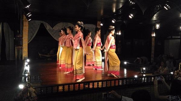 Trải nghiệm Khantoke – bữa ăn tối kiểu hoàng gia của vương quốc Lanna ở Chiang Mai