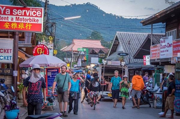 Đêm thú vị ở Pai Walking Street – chợ đêm phố đi bộ ở Pai